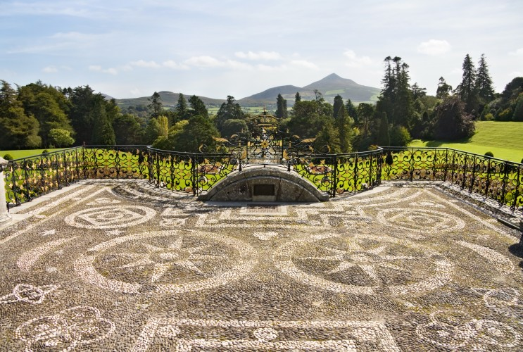 Main entrance to Powerscourt Mansion, Wicklow, Ireland © Eireanna | Dreamstime