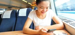 Smartphone Train © Oliviatha | Dreamstime