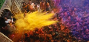 Holi Festival, Gopi Krishna Temple Kolkata, West Bengal, India © Samrat35 | Dreamstime 23820381