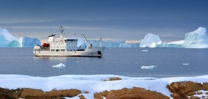 Icebreaker in the Greenland Sea, Svalbard Islands © Steve Allen | Dreamstime 20775462