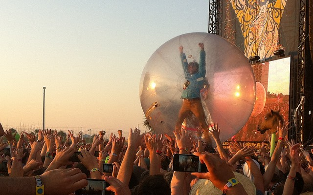 Wayne Coyne of The Flaming Lips at Hangout Music Festival, Gulf Shores, Alabama © Curtis Fockele | Flickr