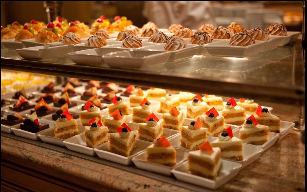 Groovy Dinner Buffet At The Bellagio Trazee Travel Home Interior And Landscaping Ologienasavecom