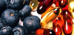 Blueberries and vitamin gelcap pills © Chris Davis | Dreamstime 8743259