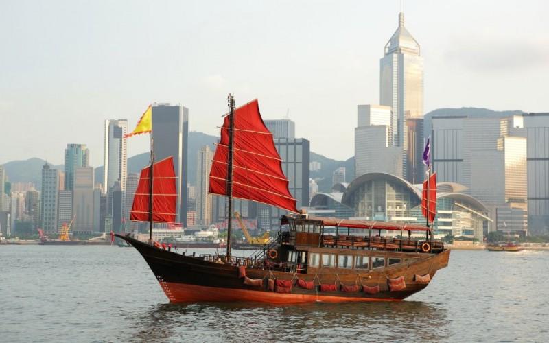 Junk boat in Hong Kong © Leung Cho Pan   Dreamstime