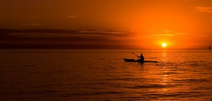 Kayaking at sunset in the ocean © Ryan Carter | Dreamstime 11502250