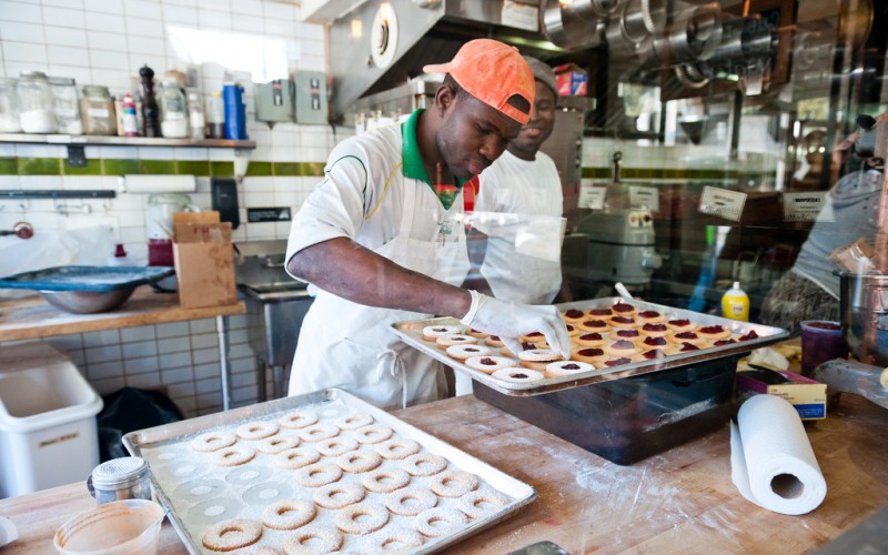 Preparing donuts at Dough, New York City © John | Flickr