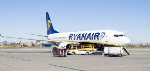 Ryanair Boeing 737-800 at Marrakech International Airport, Morocco © Valentin Armianu | Dreamstime 39314761