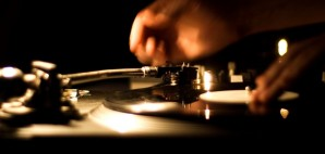 Vinyl DJ turntable records analog music © Bala Sivakumar | Flickr