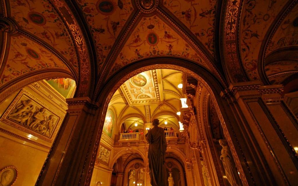 Wiener Staatsoper, The State Opera House in Vienna, Austria © Aronbrand | Dreamstime 3437234