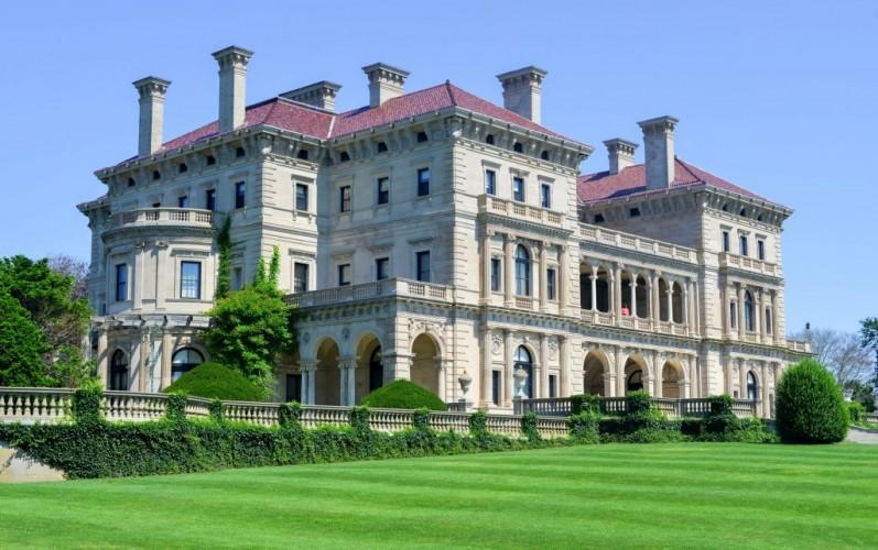 Breakers Mansion in Newport, Rhode Island, designed by Cornelius Vanderbilt of the Gilded Age © Demerzel21 | Dreamstime 50460764