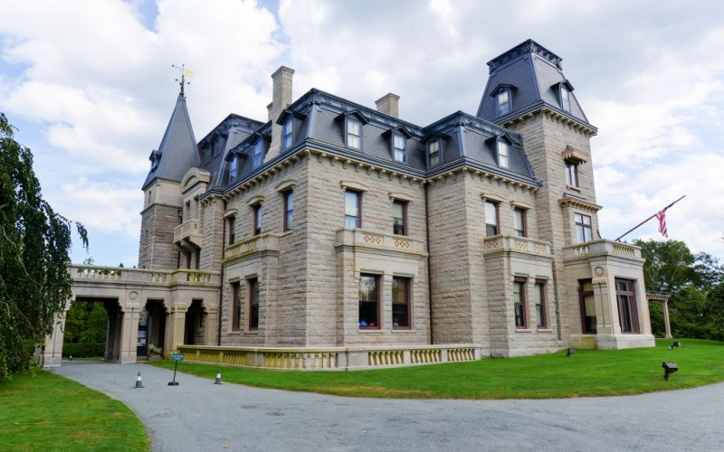 Chateau-sur-Mer, first of the Gilded Age Mansions on Bellevue Avenue in Newport, Rhode Island © Demerzel21 | Dreamstime 50460959