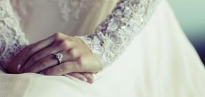 Bride Wedding Dress Lace Diamond Ring © Boss1418 | Dreamstime 19723179