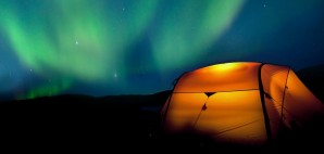 Camping in Lapland, Sweden under the Northern Lights © Jensottoson | Dreamstime 33769114