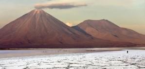 Licancabur Volcano in the Atacama Desert of Northern Chile © Steve Allen | Dreamstime 15606395