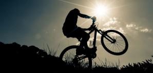 Bicyclist on a mountain bike © Luchschen | Dreamstime 44066591