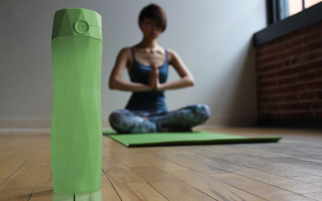 Green bottle yoga © HidrateMe