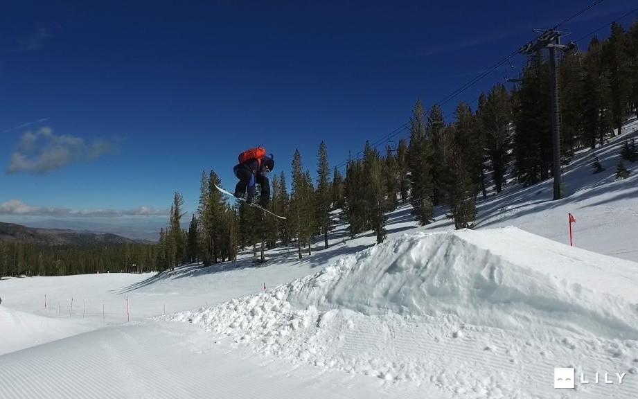 Snowboarding 2 drone camera © Lily
