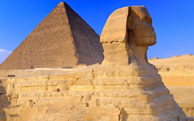 The Sphinx and the Great Pyramid of Khufu © Vitalyedush | Dreamstime