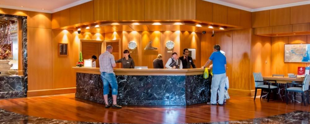 Front Desk Hotel Tasfoto Dreamstime 38380744