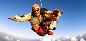 Skydiving © Speedfighter17 | Dreamstime 8866045