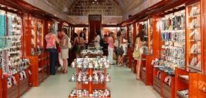 Souvenir Shop © Luis2007 | Dreamstime 21416208