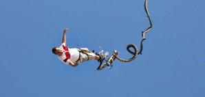 Bungee Jumping © Laurentiu Babus | Dreamstime 48803170
