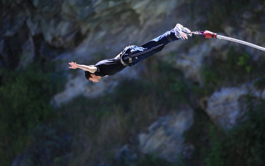 Bungee jumping towards the Kawarau River in Queenstown, New Zealand © Alexandra1977 | Dreamstime