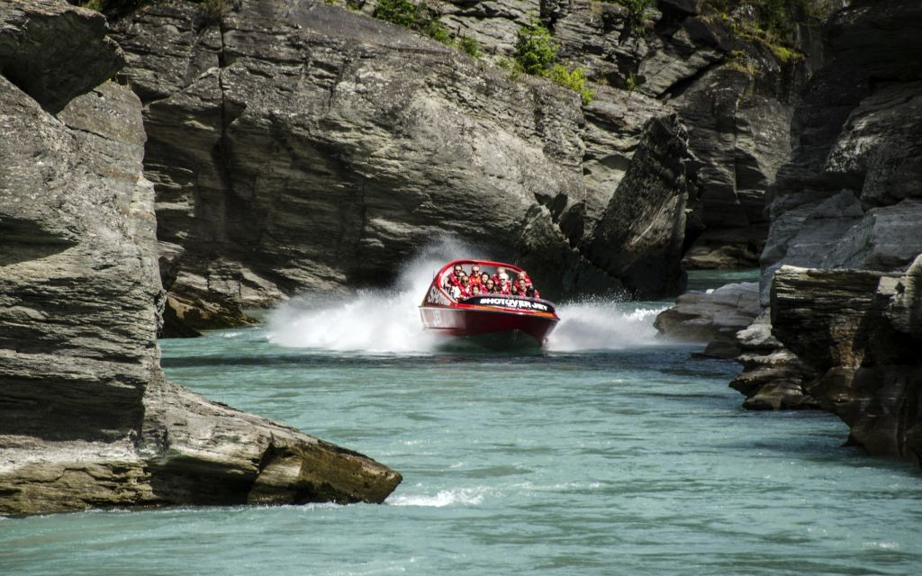 Jet Boating in Shotover Canyon, New Zealand © Mark Ward | Dreamstime 28419170