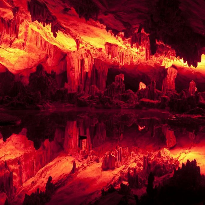 Reed Flute Cave, Guilin, China © Dndavis | Dreamstime 42389732