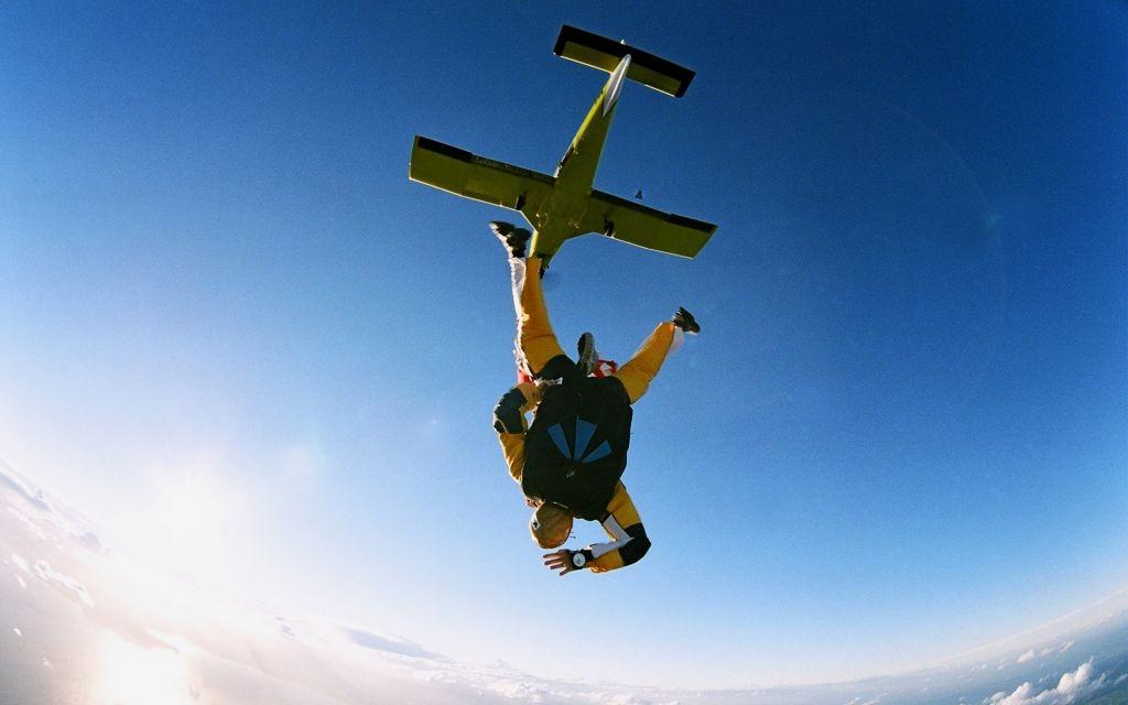 Sky Diving in New Zealand © Speedfighter17 | Dreamstime 2880035