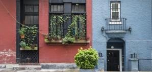 City Sidewalk © Robert Crum | Dreamstime 30748162