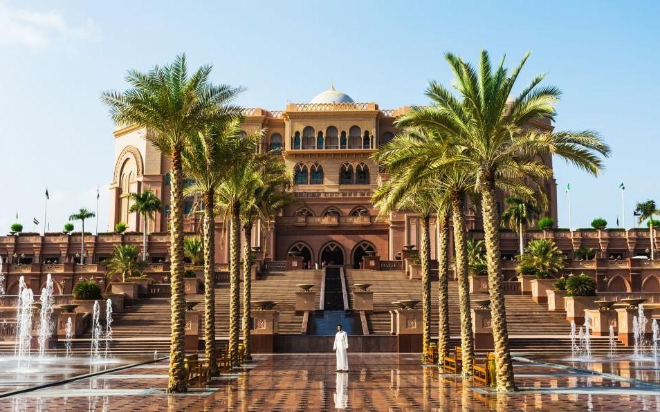Emirates Palace, Abu Dhabi, United Arab Emirates © Oleg Zhukov | Dreamstime 42305111