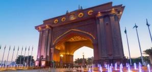 Gate to Emirates Palace, Abu Dhabi, United Arab Emirates © Patryk Kosmider | Dreamstime 40374402