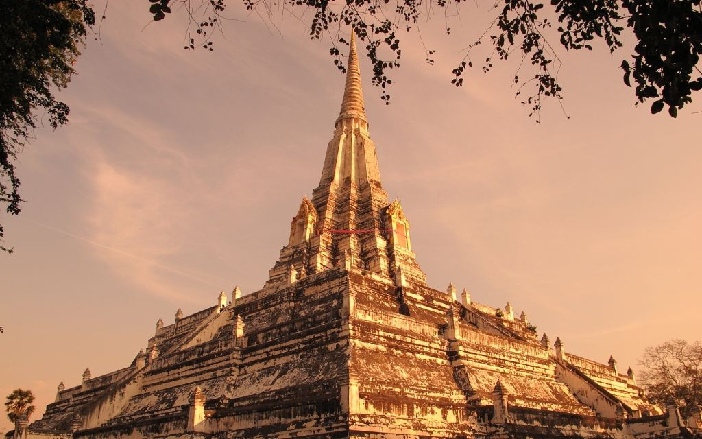 Wat Phu Khao Thong, Ayutthaya, Thailand © Aphichat Engchuan | Dreamstime 20008286