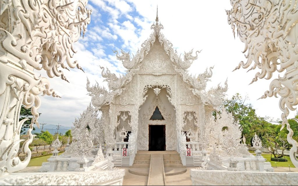 Wat Rong Khun, The White Temple of Thailand © Phittavas Phupakdee | Dreamstime 55851554