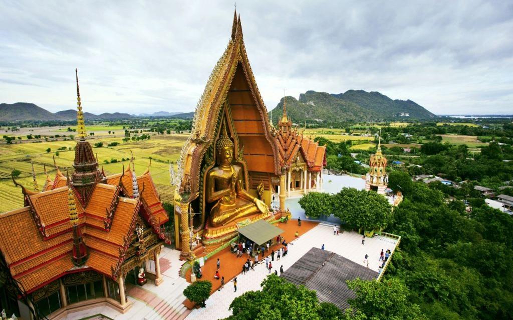 Wat Tham Seua, The Tiger Cave Temple, Krabi, Thailand © Khunaspix | Dreamstime 42407101