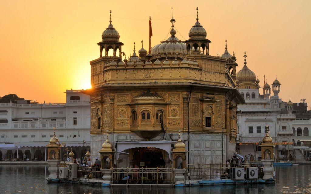 Harmandir Sahib, the Golden Temple of Amritsar, India © Florian Blümm   Dreamstime 49664422