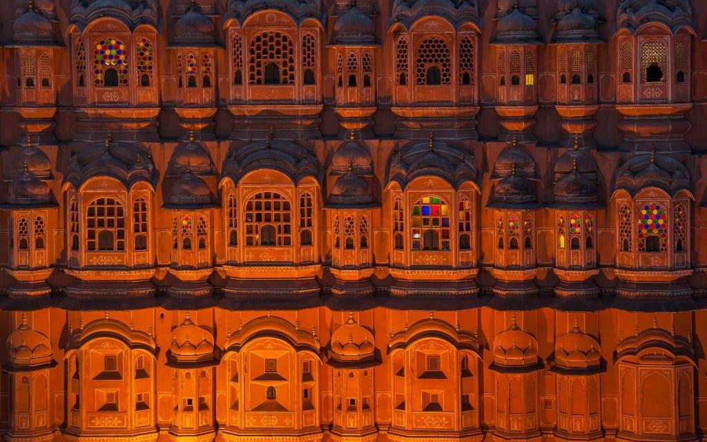 Hawa Mahal, The Palace of Winds, Jaipur, India © Javarman   Dreamstime 31669952