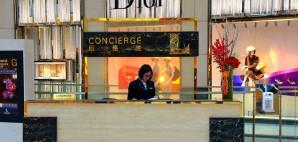 Hotel Concierge © Pindiyath100 | Dreamstime 36850822