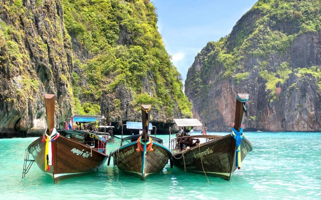 Ko Phi Phi Leh, Thailand © Rodrigolab   Dreamstime 37279067