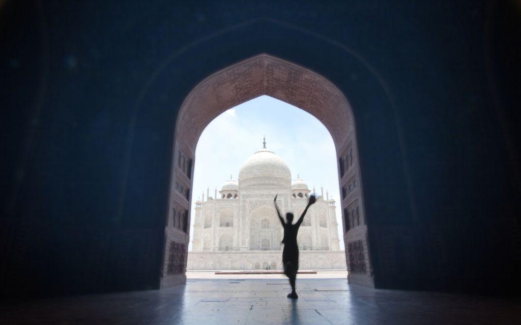The Taj Mahal, seen from the Jawab Doors in Agra, India © Pavalache Stelian   Dreamstime 19888803