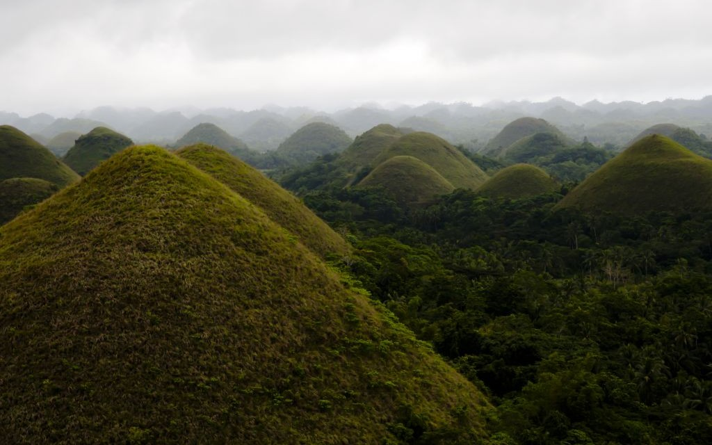 Chocolate Hills, Bohol, Philippines © Photonphotos | Dreamstime 38794963