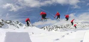 Snowboarding © Erectus | Dreamstime 19047923