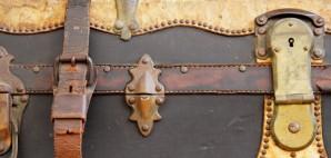 Vintage Suitcase © Nico Smit | Dreamstime 11398091