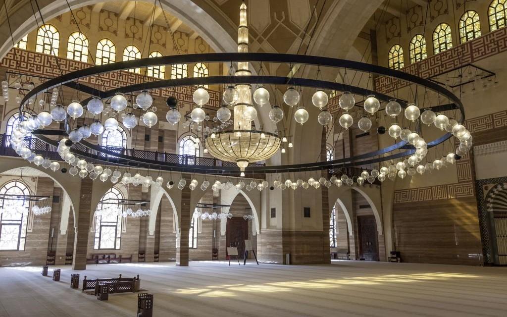 Al-Fateh Grand Mosque, Manama, Bahrain © Typhoonski   Dreamstime 68751058
