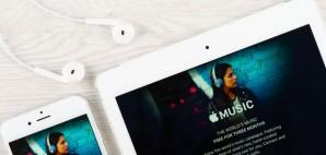 iPhone iPad Apple Music © Emevil   Dreamstime 65957819
