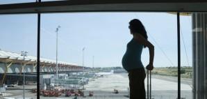 Pregnant Airport © Quintanilla | Dreamstime 46234576
