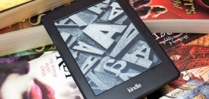 Amazon Kindle Paperwhite © Dean Bertoncelj | Dreamstime 64392406