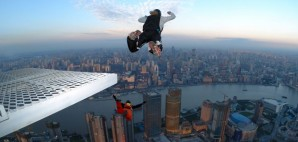 BASE Jumping in Shanghai, China © Christophe Michot | Dreamstime 2219527