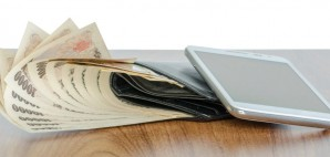 Phone Wallet Money © Finallast | Dreamstime 47732754